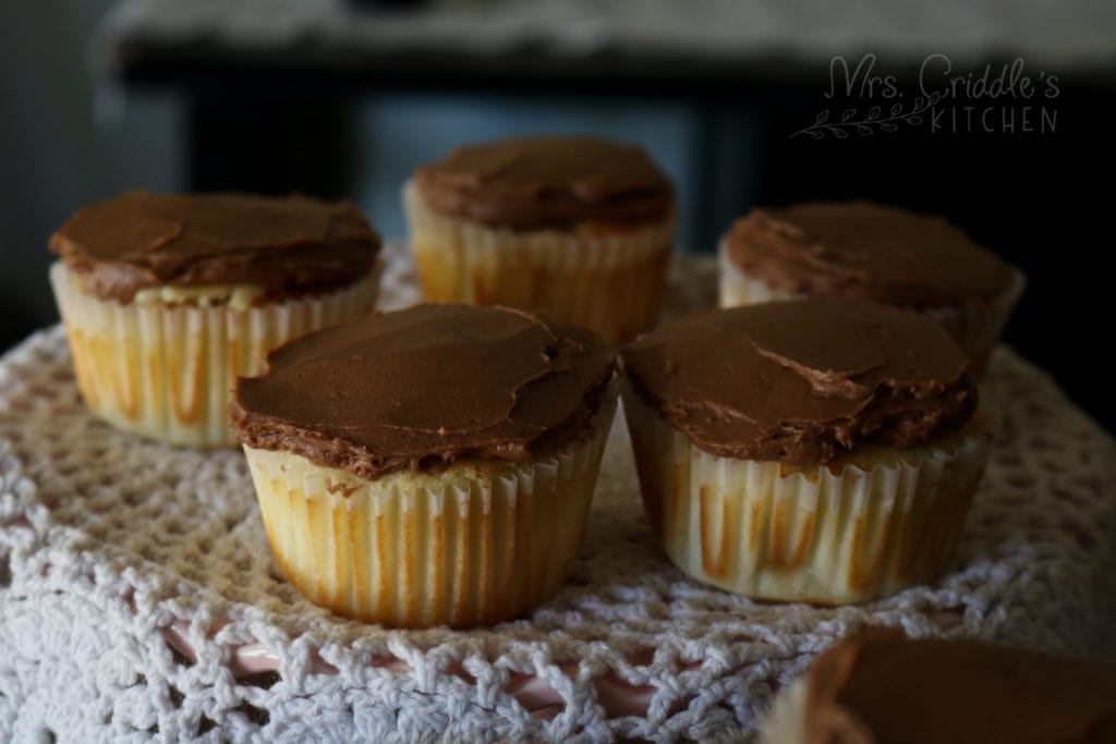 Low Carb Vanilla Cupcakes with Chocolate Buttercream